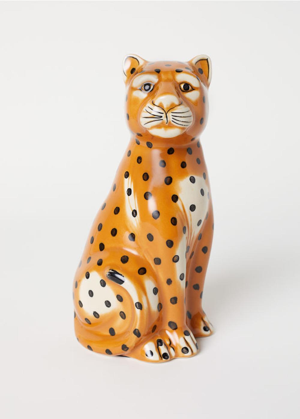 8-cheetah-statue.png