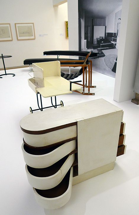 Eileen Gray, Cabinet with swivel drawers, 1926-1929. Painted wood. Furniture from villa E1027.