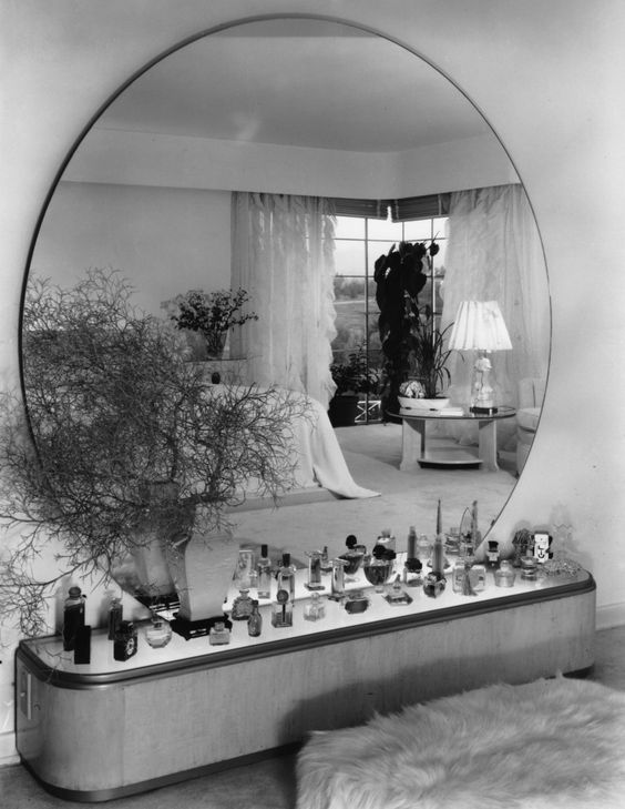 Paul T. Frankl, Vanity, Penner House. Holmby Hills, California, 1938. Photo courtesy of Paulette Frankl via the Frederick Kiesler Foundation.