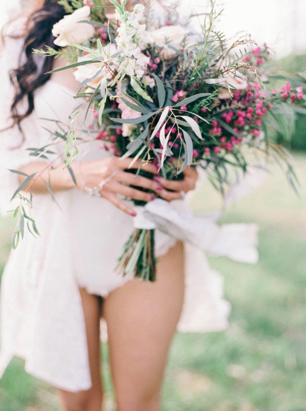 amanda_burnette_richmond_wedding_florist_wedding_organic_flowers_bridal-portrait_boudoir-photo_0004.jpg