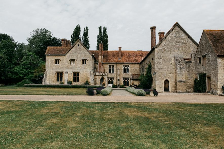 Notley-abbey-buckinghamshire-england-wedding-abi-q-photography--102.jpg