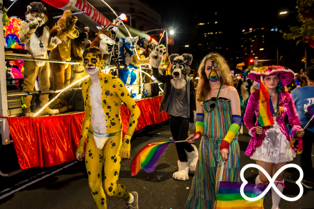 Heart-Jeffrey Feng Photography - Mardi Gras Parade-1534.jpg