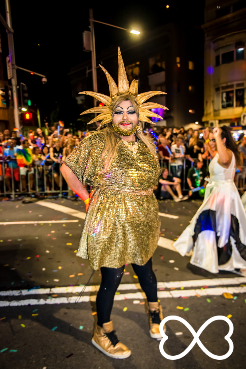 Heart-Jeffrey Feng Photography - Mardi Gras Parade-1863.jpg