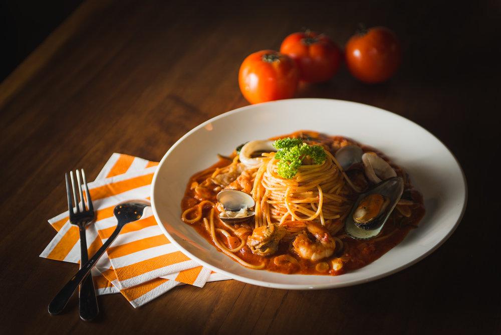 全國最好吃的義大利麵 - 選用頂級小麥製成的低GI義大利麵不只好吃更有著熱情的份量,讓每一位客人都滿足的高CP值享受