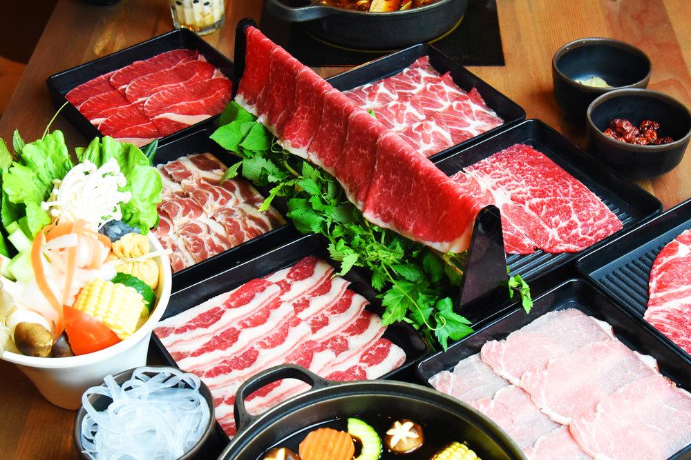 頂級肉品 トップ肉 - 取自台灣各地野生放牧的高檔食材嚴選彰化梅花豬、宜蘭櫻桃鴨肉、屏東豬里肌更選用來自美國的黃金雞及最頂級的PRIME霜降牛