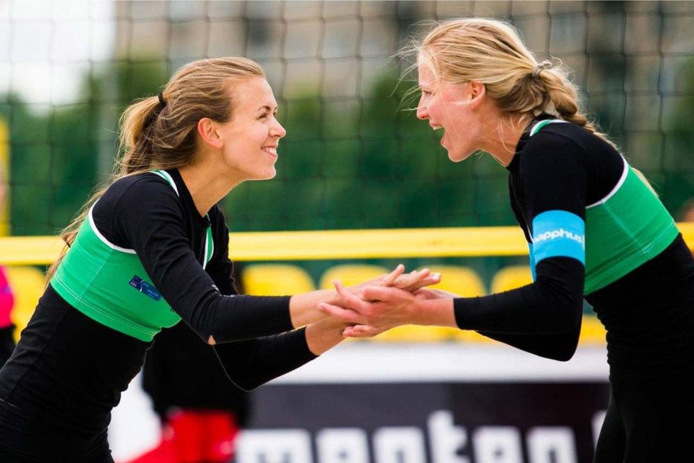 Oda Ulveseth (23) og Ingrid Lunde (25) satser fullt mot OL i Tokyo i 2020. FOTO:    www.cev.lu