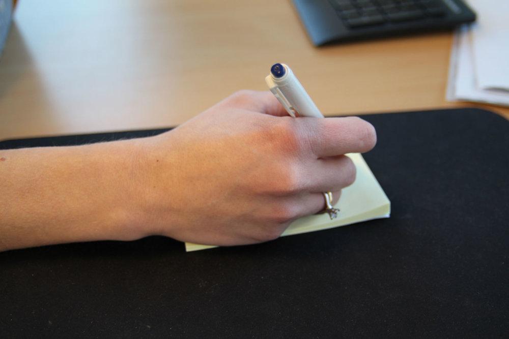 De Quervains syndrom er en kronisk plage i senene på tommelsiden av håndleddet.