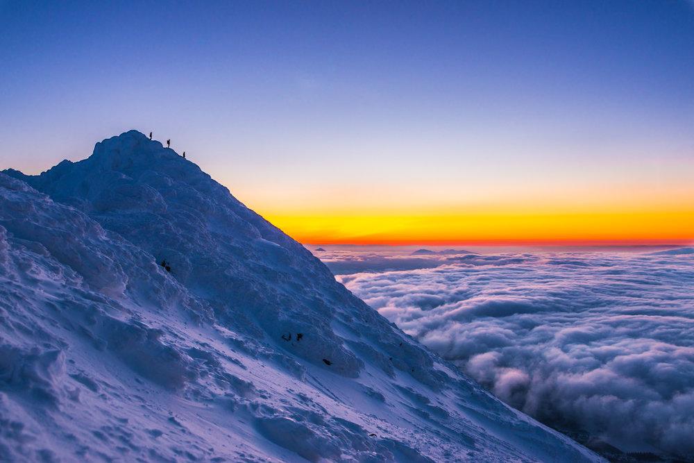 Mount Yotei Ski tour for sunrise in Japan