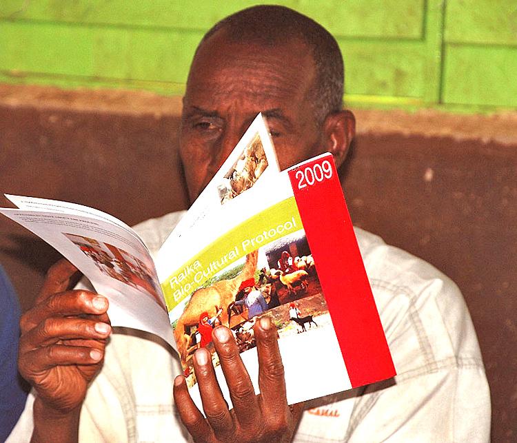 Samburu-reading-Raika-BCP.jpg