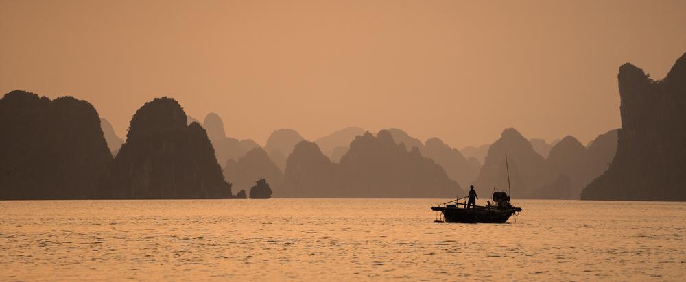 Fishing. Hạ Long Bay, Vietnam