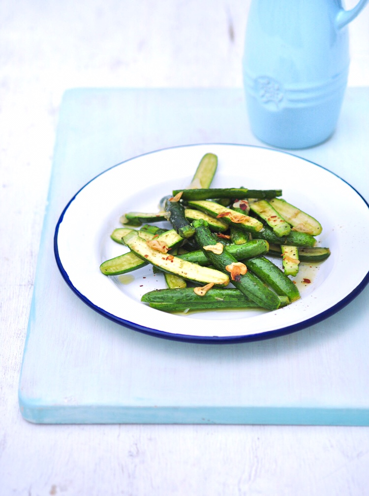Baby courgettes with crisp, golden garlic