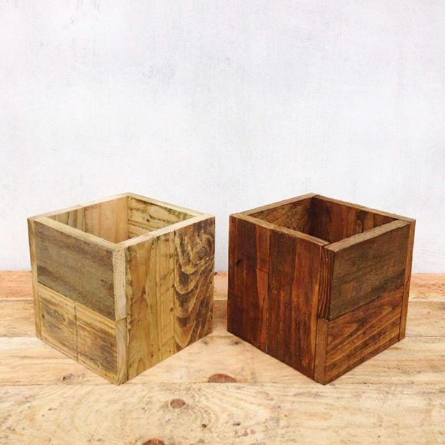 Our rustic wooden boxes come in either a clear & matt varnish or a dark oak varnish. These boxes were made out of planks from a fence we took down on the farm.