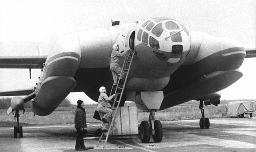 Уникальный самолет Бартини так и не был запущен в серию. Из изготовленных моделей одна находится в музее, другая — на свалке.