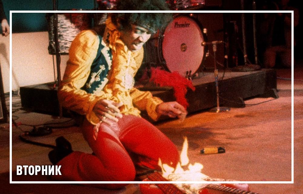 Джими Хендрикс на сцене фестиваля в Монтерее