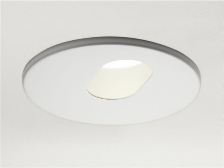 Round (Slotted) Pinhole Adjustable in Matte White with Micro Prism Solite Lens