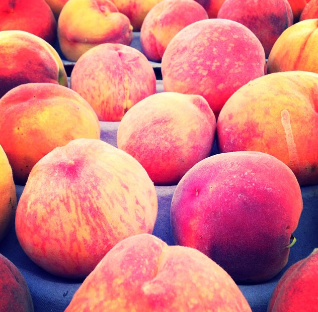 Peaches fresh from the farmers' market