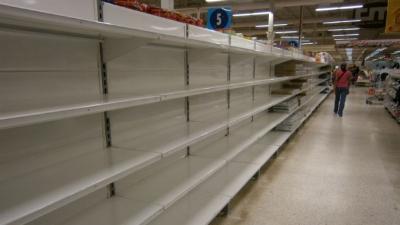 Crisis economica en Venezuela afecta a los supermercados.
