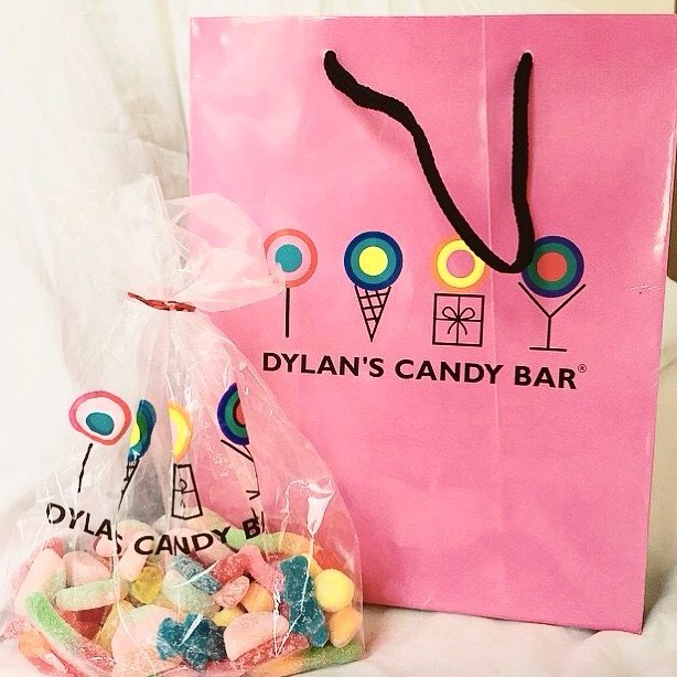 Getting a sweet start to 2018 with some @dylanscandybar 🍭 • • • #dylanscandybar #retailpackaging #candybag #productpackaging #foodpackaging #sweetnewyear #2018 #marksandbleed