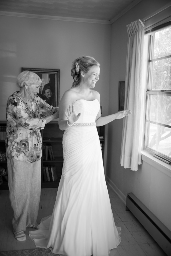 Bridals_with_grandmother_ClaireElysePhotography