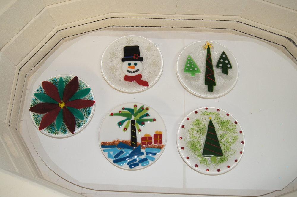 fused holiday plates.JPG