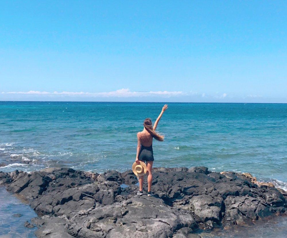 Kiholo Bay, black sand beach