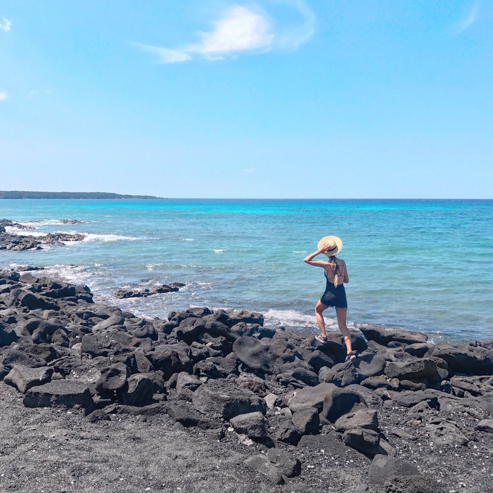 Kiholo Bay, black sand beach hopping, wearing  Forever 21
