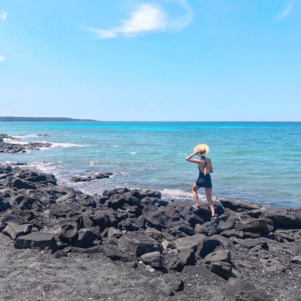 Kiholo Bay, black sand beach hopping,wearing Forever 21