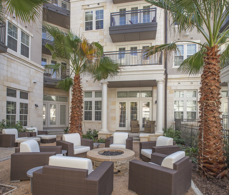 If The Day Calls For Entertaining This Exceptional Community Is Surrounded By High End Shopping And Delightful Dining Including Shops At La Cantera