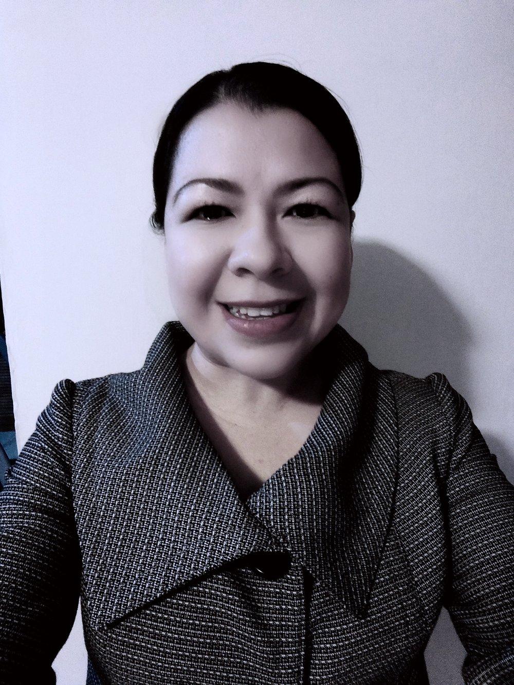 Liliana García Salazar. - Conferencista, tallerista y formadora de habilidades socioemocionales, atención plena y compasión. Con más de 12 años de experiencia contemplativa y una década dedicada a trabajar mindfulness para niños. Actualmente escribe libros de texto para el desarrollo de habilidades socioemocionales. Cuenta con Maestría en Mindfulness por la Universidad de Zaragoza, España, así como diversas certificaciones internacionales en la materia.
