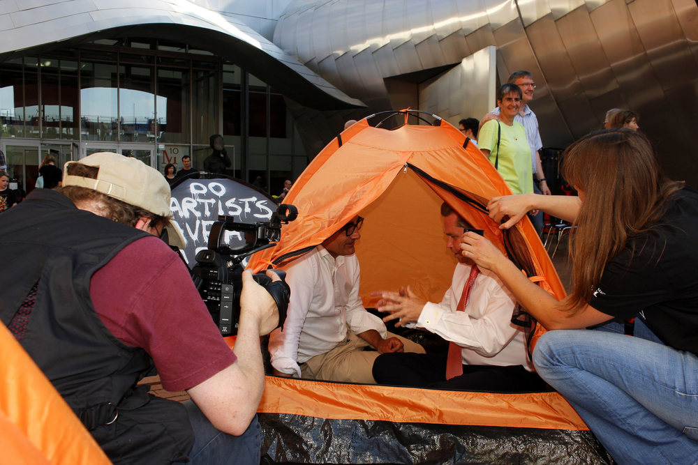 Should we welcome refugees?  : Debate in the tent with Tim Kähler, the Mayor of Herford
