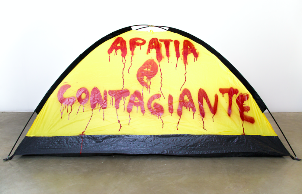 APATIA E CONTAGIANTE, 14/1 2016, 2,2 kg, 2 x 1,40 m, red spray on tent