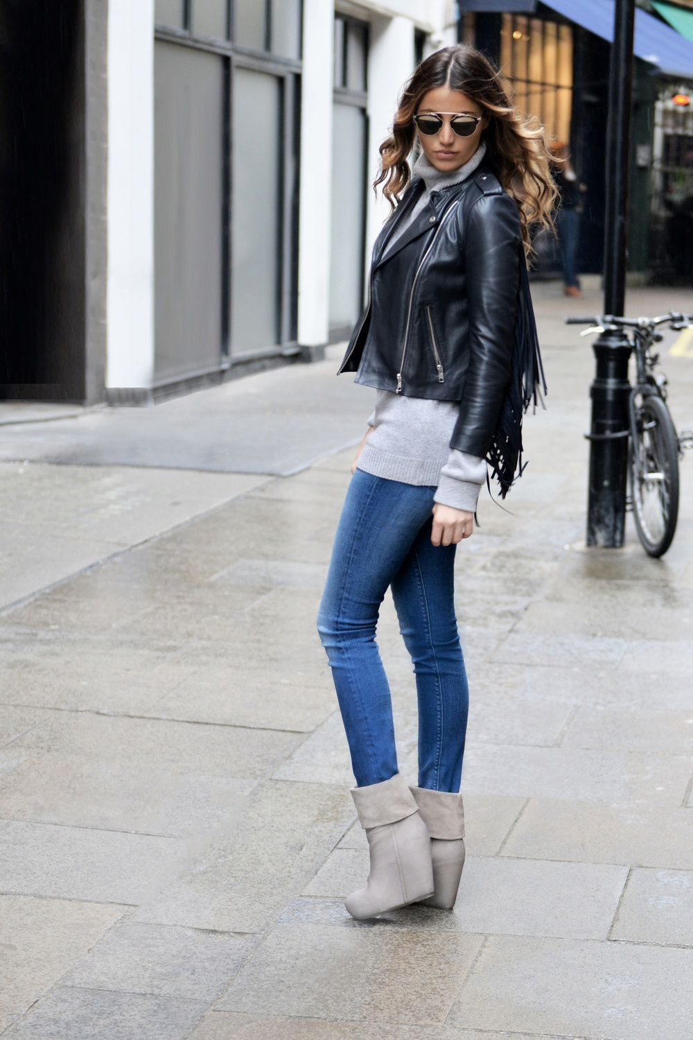AUTUMN WEAR. OCTOBER IN LONDON: NAVY LAMBSKIN FRINGE JACKET BY MAJE, GREY CASHMERE & SCOTCH&SODA'S JEANS OUTFIT. STYLED BY FASHION INFLUENCER MAUREEN SOPHIE KRAGT. WWW.THEVANILLAWOODS.COM