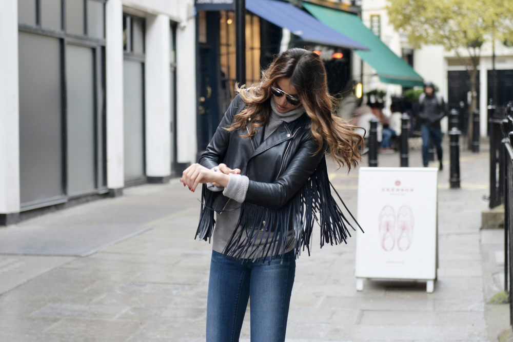 AUTUMN WEAR. OCTOBER IN LONDON: NAVY LAMBSKIN FRINGE JACKET BY MAJE, GREY CASHMERE & SCOTCH&SODA'S JEANS OUTFIT, STYLED BY FASHION INFLUENCER MAUREEN SOPHIE KRAGT. WWW.THEVANILLAWOODS.COM