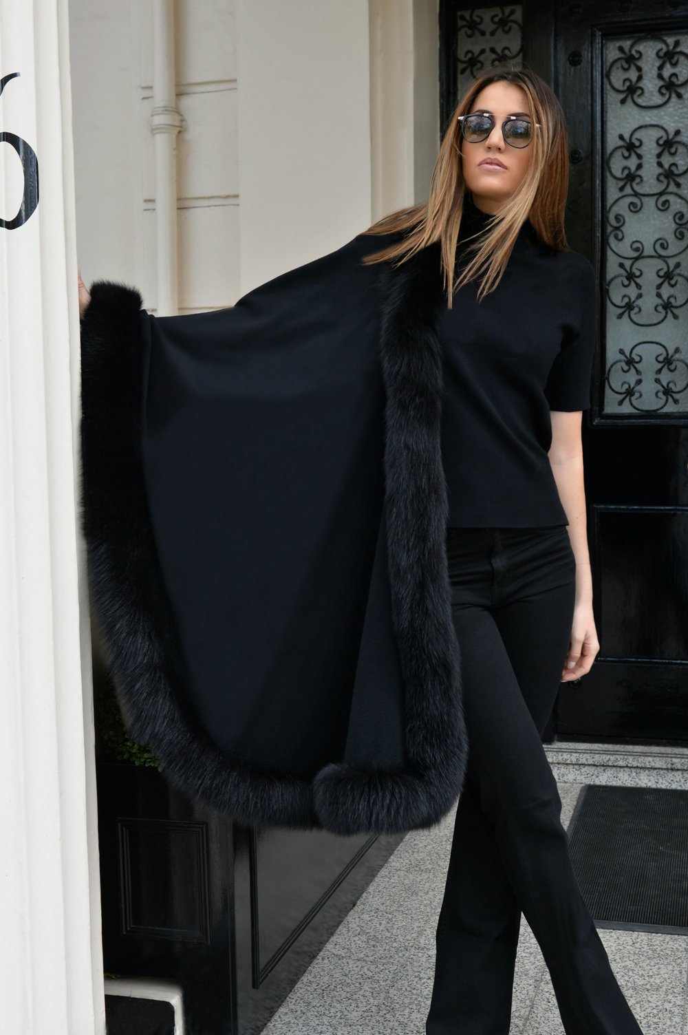 photo (3) #BlackFriday OOTD. Sharp and modern all black look. Ultra soft black cashmere cape with fur. Worn by Fashion Blogger Maureen Sophie Kragt from TheVanillawoods Blog.