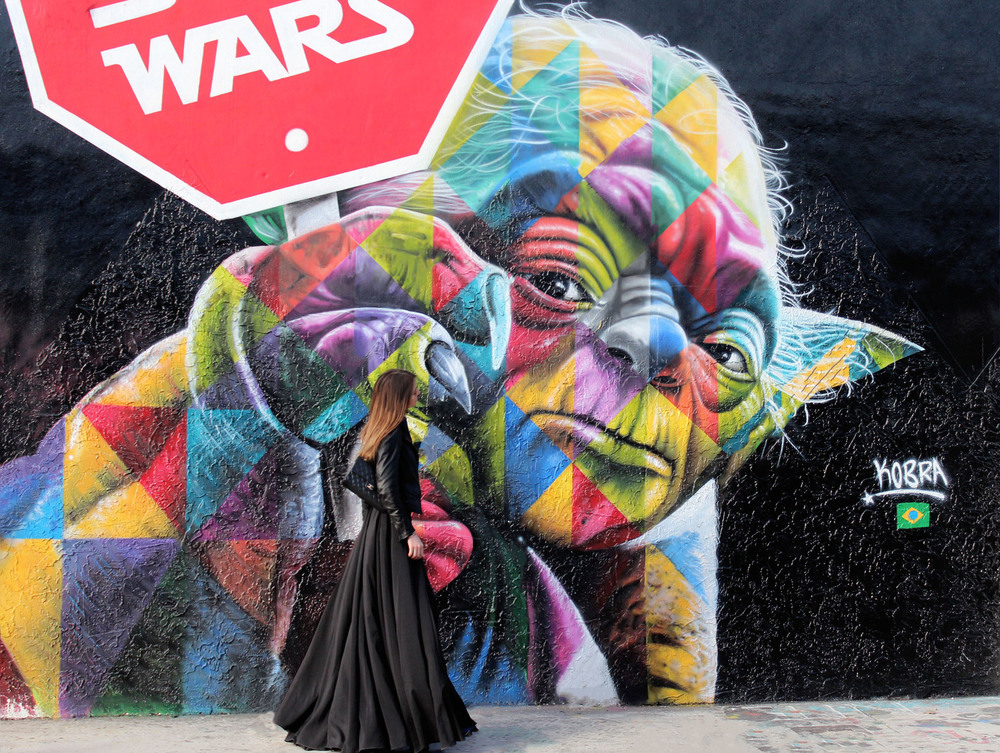 Kobra artist. WYNWOOD, MIAMI. Maureen is wearing a Matchless Leather jacket, Denim shirt and black high waist skirt from AQAQ. photo 1