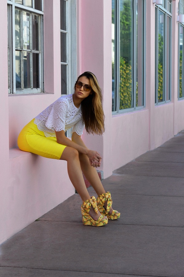photo (3) Miami Vibes. Blogger Maureen Sophie Kragt in Miami at the Big Pink.  Maureen is wearing a crop top by zara and a Herve leger bright yellow skirt.  Fashion Blogger Maureen Sophie Kragt takes Miami. Maureen is wearing a crop top by zara and a Herve leger bright yellow skirt. marc jacobs aviator sunglasses. Miami, BloggerLife, pencil skirt, crop top, wedge shoes, Bandage skirt