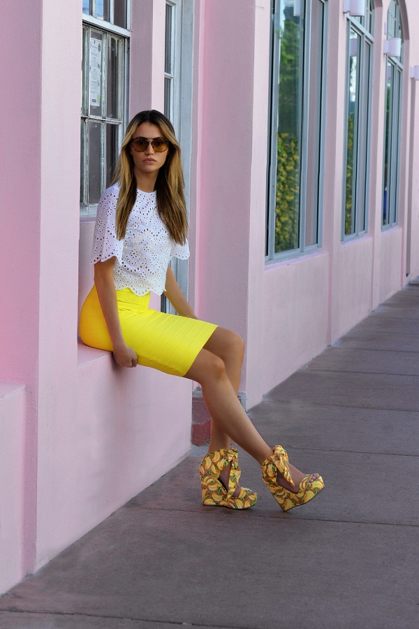 photo (4)   Fashion Blogger Maureen Sophie Kragt takes Miami. Maureen is wearing a crop top by zara and a Herve leger bright yellow skirt. marc jacobs aviator sunglasses. Miami, BloggerLife, pencil skirt, crop top, wedge shoes, Bandage skirt