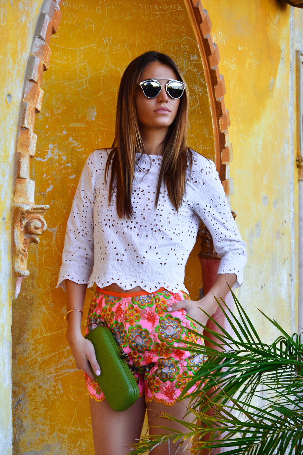 Superb Manoush floral patterns shorts and cream 3/4 crop top worn by fashion blogger Maureen Kragt in South of France
