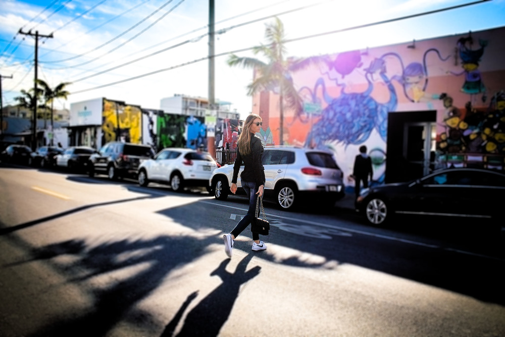 Street View, WYNWOOD ART DISTRICT: MAYA HAYUK REVISITED by Maureen Kragt. London based sed Blogger. Effortless chic style in the Wynwood Neighbourhood, Miami. Leather Jacket, Dark skinny jeans, deep V-neck T-shirt, colette nike street shoes and classic chanel bag.