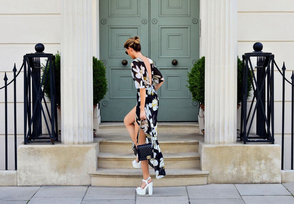 Get the look, Fashion Blogger Maureen Kragt is wearing a black floral kimono style playsuit by missy empire  (2)