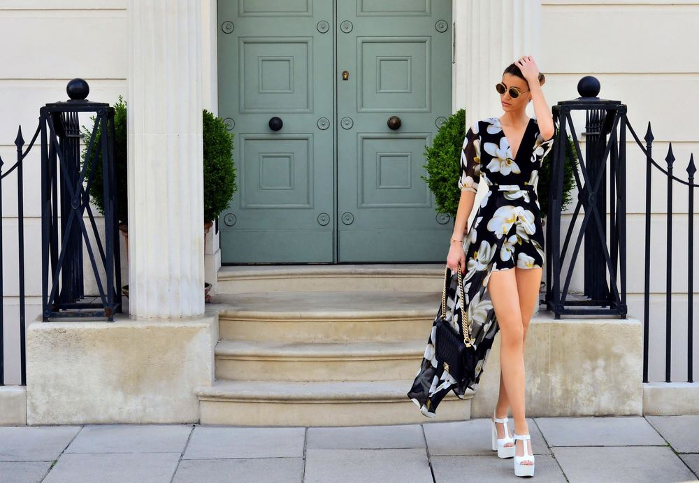 Get the look, Fashion Blogger Maureen Kragt is wearing a black floral kimono style playsuit by missy empire  (3)