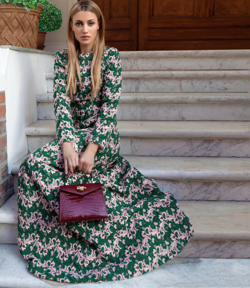 Fashion Influencer Maureen Kragt. Pink & forest Green wool dress by Giuseppe Di Morabito and Bordeaux croc bag by Ethan K. check out my instagram @maureenkragt