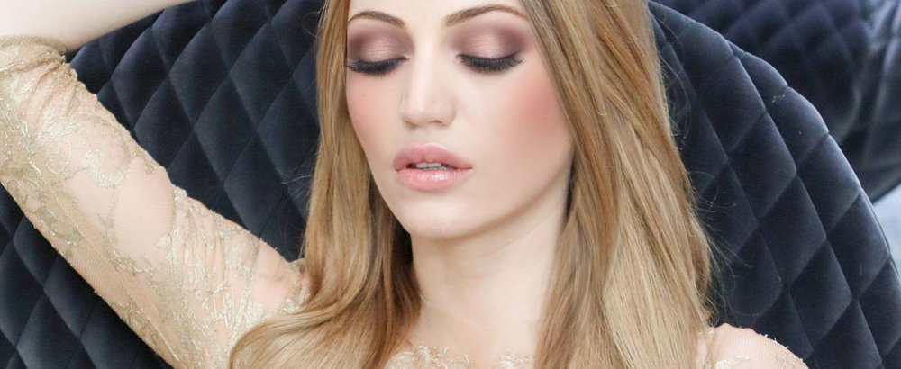 My first look with the By Terry palette. A soft and peachy look.