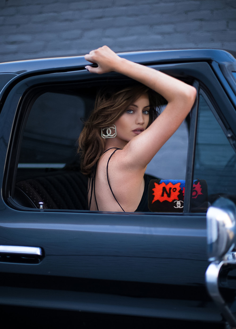 BLOGGER MAUREEN KRAGT FROM MONACO, SHOOTING IN LOS ANGELES. HANGING IN A 1960's black  #ford pick up truck on melrose.   I AM WEARING:   CHANEL  EARRINGS AND HANDBAG  SKIN PERFECTION Collagen Renew Pills IOMA  @ioma_paris  SKIN CARE Face Mask Rreshmade Watermelon Mask SKINFOOD  @skinfood_official   MAKE UP FONDATION Bb Mate Contouring 123 Kit BB DR.JART+ @drjart  EYESHADOW Saint + Sinner Eyeshadow Palette de 24 fards à paupières KAT VON D  @katvondbeauty  EYEBROW Brow Wiz + Brow Primer + Brow Powder Duo + Highlighting Duo Pencil ANASTASIA BEVERLY HILLS  @anastasiabeverlyhills  (see video - swipe right) MASCARA Velvet Noir Mascara Volume Spectaculaire MARC JACOBS BEAUTY  @marcbeauty  LIPSTIK Audacious Lipstick - Anna NARS  @narsissist  HAIRCARE Shampoo No.2 LE VOLUME + Mask No.2 LE VOLUME + Volume Powder DAVID MALLETT PARIS  @davidmallett   TATTOOS Semi-Permanent Ink INKBOX  @inkbox  PRODUCTS VIDEO Derma blend VICHY@vichy_fr  @vichyusa (see video - swipe right) Moon Mousse Make Up Repair  @moonmousse (see video - swipe right)  LOCATION 1960's black  #ford pick up truck, shot in  #LA   #ink  #inkedgirls  #tatoo  #liontattoo  #lion