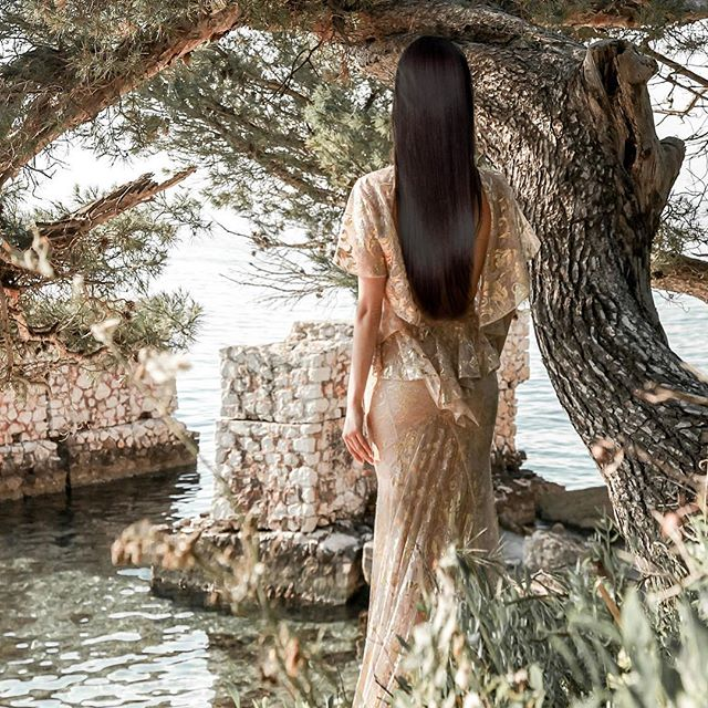 The Perfect Mediterranean Getaway: Cap Ferrat . . DRESS Gorgeous open back ivory and gold dentelle trail gown by Galia Lahav @galiahav . LUXURY HAIR EXTENSIONS  Tatiana's is known as hair extension royalty around the world. Tatiana Hair Extension @tatianakarelinaofficial . . GALLIA LAHAV @galialahav  Galia Lahav is a bridal and evening couture design house, which masters in the art of creating luxury dresses. Galia's dresses are not modest rather extravagant and intricate in beautiful design. With her famous illusion backs, cascading silk tulle skirts and Italian ivory lace, she has created a brand, which is a household name in bridal. I was instantly in love with her designs and talent as I walked in the Los Angeles boutique.  All the dresses made in Galia's studio are hand made by the top seamstresses in Isreal and finest luxury sewing techniques. . . TATIANA KARELINA EXTENSION SALON  @tatianakarelinaofficial  Russian entrepreneur living in London, UK.  She is the founder of Tatiana Karelina, a chain of self-named salons specialising in hair extensions and is noted for introducing the Micro Ring hair extension technique into the UK. . . A SELECTION OF INSPIRATIONAL EVENING AND BRIDAL COUTURE INSTA ACCOUNTS - OBSERVE THE TRENDS AND GALLIA LAHAV RETAILERS  @bridalreflectionsny @miacouture.eu @3dotsbridal @conceptbride @veridianewhite @blanchemoscow @bloomfeld.luxury.bridal @penhalta @loveisintheairatelier @the.proposal.bridal @monarca_couture @galialahav_germany @majorcashowroom @passarosposa @celebritysposa @rebeccalasposa @chernayabridal . . Photo credit Mandy G photogropher @mandyg.photographer . #couture #eveningdresses #weddingdress #bride #bridal #frenchriviera #indianwedding #engagement#dressparty#golddress#couturedress #hairextensions #결혼준비 #웨딩드레스 #가방