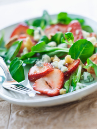 Strawberry Gorgonzola Walnut Salad