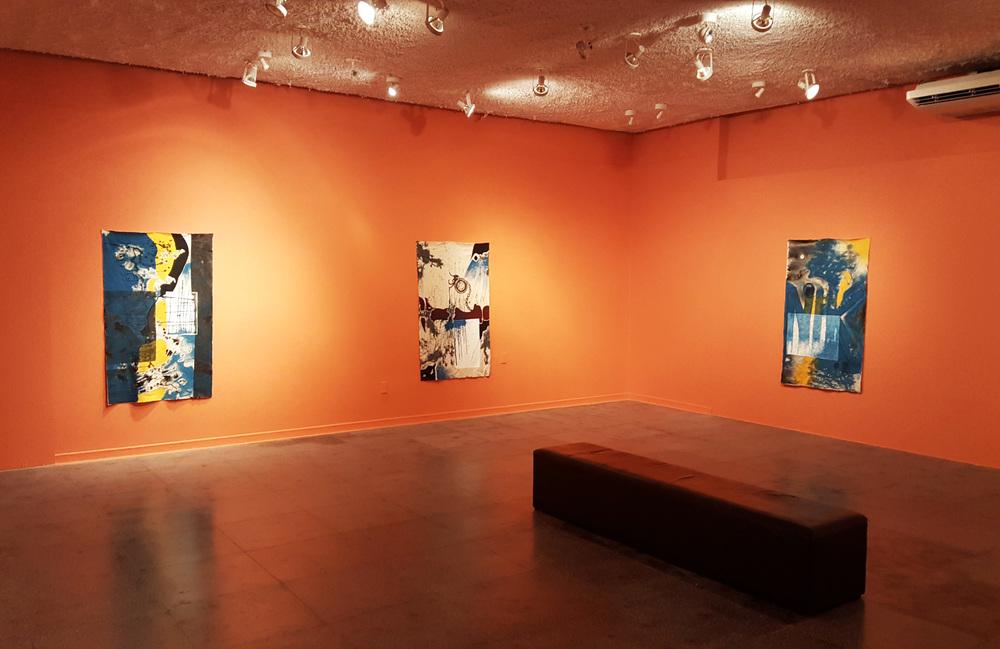 Uma das salas da exposição 'Avulsas Inoportunas', da artista mineira Alessandra Cunha