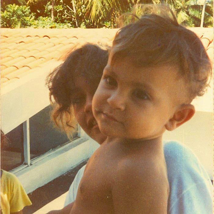 Sendo charmoso na praia de Japaratinga (AL), em 1990