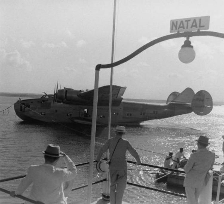 Hidro-avião sobre o Rio Potengi, em Natal (RN), na década de 1940