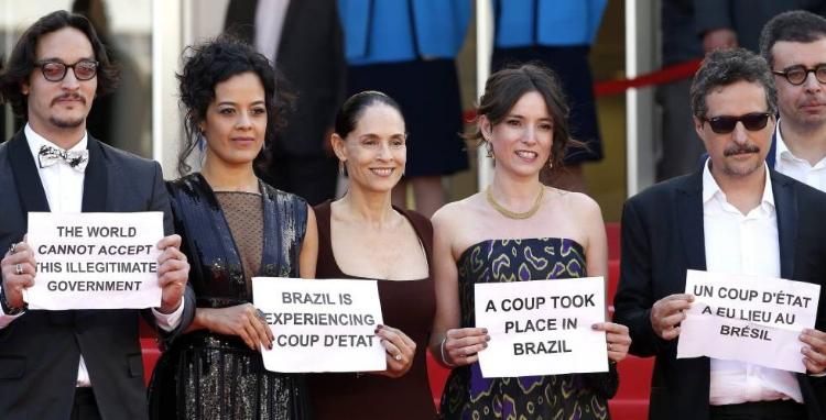 Equipe que representou  'Aquarius'  no Festival de Cannes, em maio, realizou protesto contra o governo Temer no tapete vermelho do evento